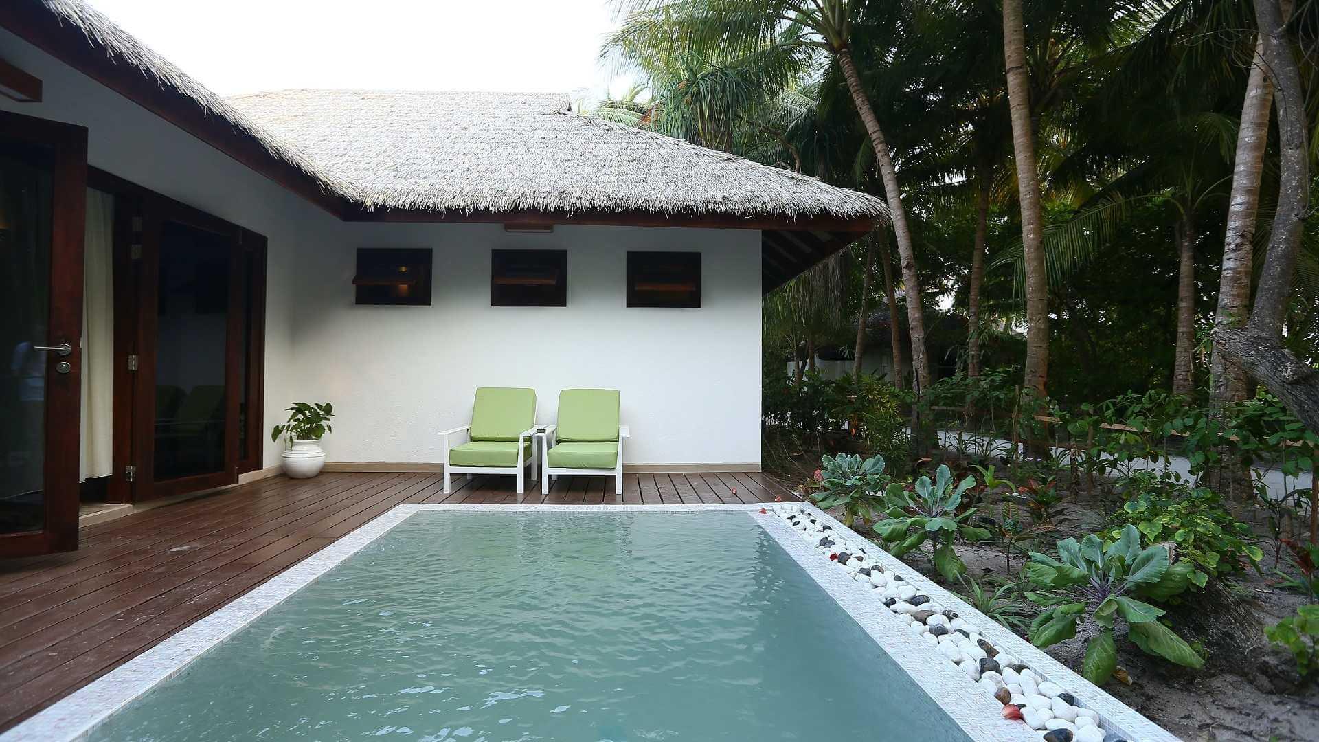 Kihaa Maldives 4* - Foto della piscina esterna alla camera