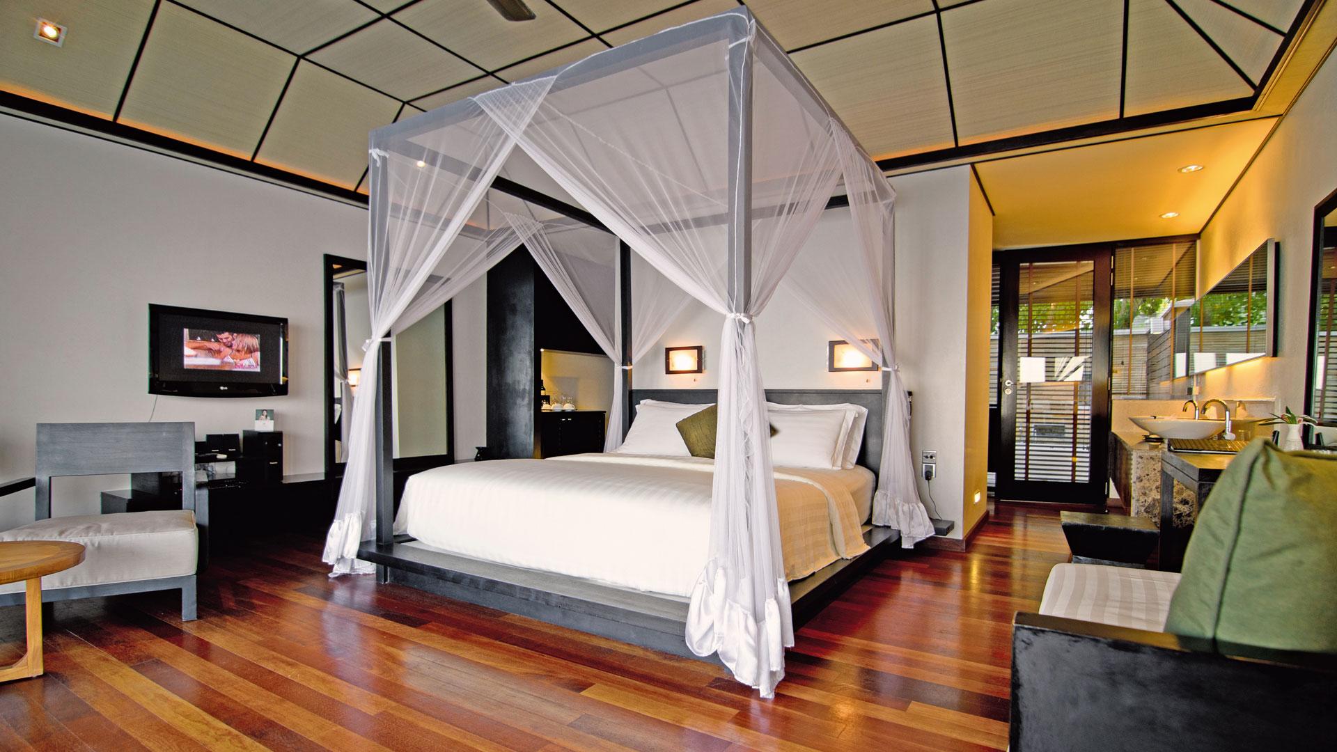 Lily Beach Resort e Spa 5* - Foto degli interni di una camera con letto matrimoniale
