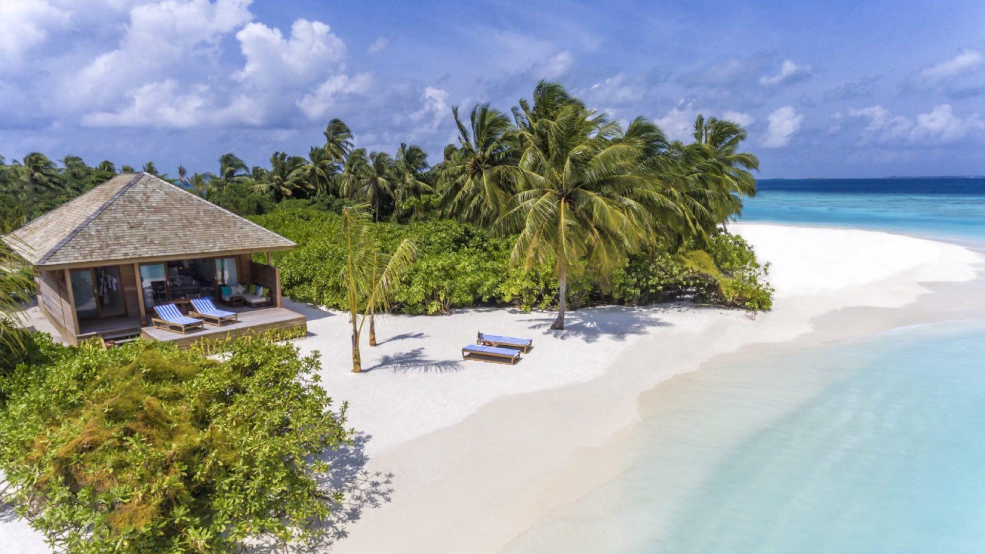 Hurawalhi Island Resort 5* - Foto degli esterni della camera con vista sulla spiaggia e sul mare