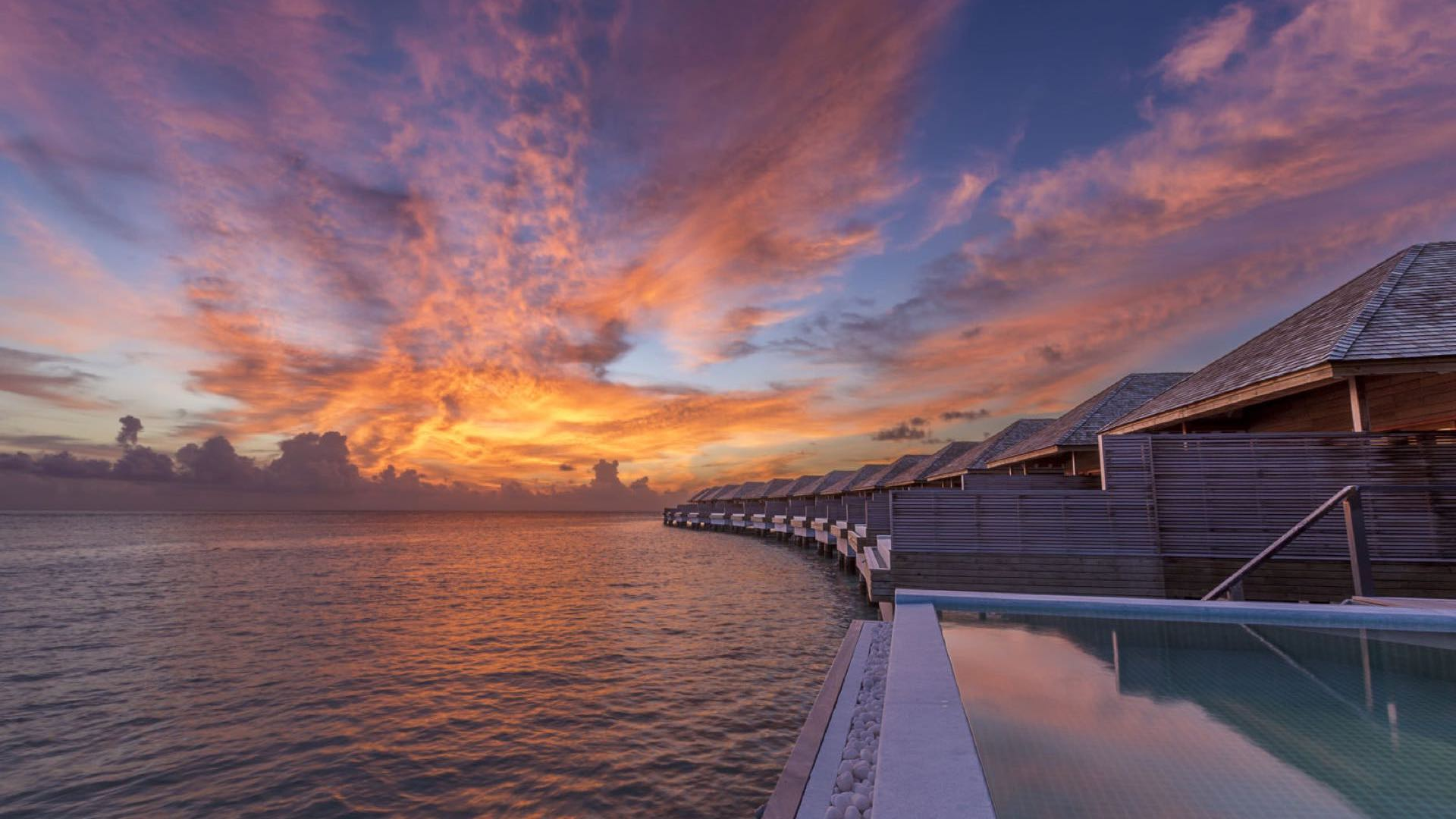 Hurawalhi Island Resort 5* - Foto delle palafitte al tramonto