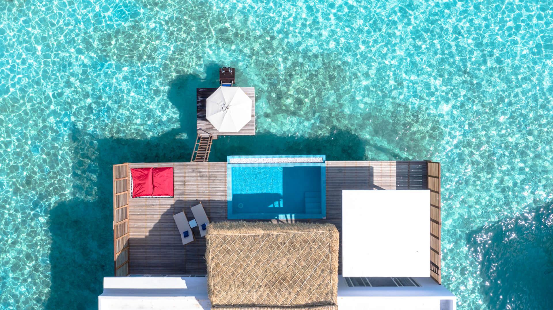 Emerald Maldives Resort e Spa 5* - Foto dall'alto della palafitta con piscina