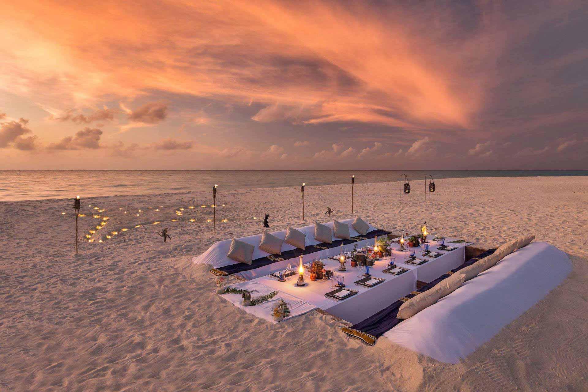 Hurawalhi Island Resort 5* - Foto della cena privata sulla spiaggia al tramonto