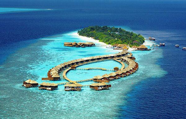 Lily Beach Resort e Spa 5* - Foto dall'alto dell'atollo con vista delle palafitte